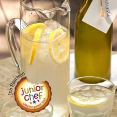 Best home-made lemon Best home-made lemonade Real Food Recipes, Cooking Recipes, Yummy Food, Delicious Recipes, Braai Recipes, Tartaric Acid, Homemade Smoothies, Food Plus, South African Recipes