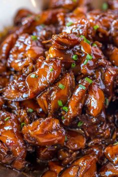 Easy Bourbon Chicken that's crispy, sweet, sticky and tastes just like the kind you grew up eating at the mall! Easy, Crispy Bourbon Chicken Making this Crispy Bourbon Chicken actually makes me feel Sushi Comida, Comida Keto, Easy Chicken Recipes, Asian Recipes, Healthy Recipes, Delicious Recipes, Simple Recipes, Cooking Chinese Food, Food Shows