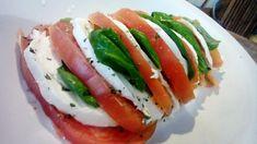 14 ensaladas ligeras para cenar   Cocina Great Recipes, Healthy Recipes, Healthy Food, Yams, Chipotle, Caprese Salad, Menu, Cooking, Tequila