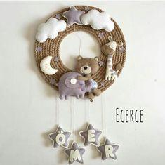 Baby Crafts, Felt Crafts, Crafts For Kids, Felt Animal Patterns, Stuffed Animal Patterns, Baby Room Decor, Nursery Decor, Baby Door, Diy Bebe