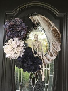 Spooky DIY Halloween Wreath Ideas and Designs For 2019 Halloween is coming. Take a look at these awesome DIY Halloween wreath ideas. Halloween Door Wreaths, Halloween Front Doors, Halloween Door Decorations, Halloween Home Decor, Outdoor Halloween, Holidays Halloween, Halloween Crafts, Diy Halloween Signs, Halloween Flowers