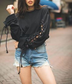 Lace- up in a comfy sweater and pair it with some shorts for this spring. – Outfit Inspiration & Ideas for All Occasions Women's Fashion Dresses, Diy Fashion, Womens Fashion, Fashion Trends, Fashion Ideas, Edgy Outfits, Cute Outfits, Fall Outfits, Cropped Sweater