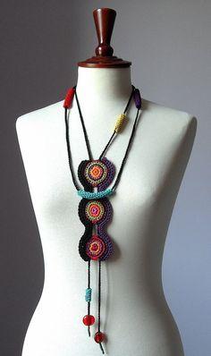 crochet necklacedibujo de diosa o fases lunares bordadas