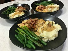 Chicken with Creamy Sundried Tomato Sauce Recipe Tomato Sauce Recipe, Dry White Wine, How To Dry Oregano, Asparagus, Main Dishes, Bacon, Basil Leaves, Stuffed Peppers, Dried Tomatoes
