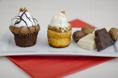 CUPCAKES MERCEDES & VÍCTOR  Brownie negro & blanco, cobertura de Dulce de Leche Repostero, Merengue Italiano, Ganache de Chocolate & Cúpula de Fruta seca!