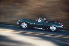 Jaguar XKSS makes world debut in Los Angeles New Jaguar, Jaguar Xk, Motor Scooters, Motor Car, Aston Martin V8, Back To The Future, Old Cars, Vintage Cars, Super Cars