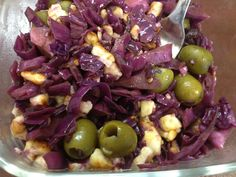 Red cabbage, hallumi cheese and olives.