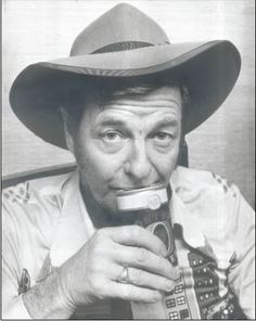 Slim Dusty Drinkin a beer Old Country Music, Big Country, Country Singers, Country Life, Australian People, Olympic Champion, People Of Interest, Opera Singers, Back In The Day