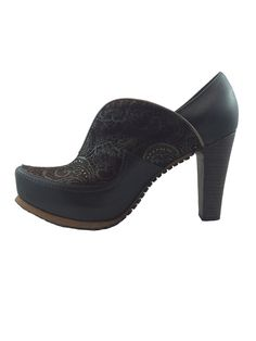 Kelly Brown – Siga Shoes