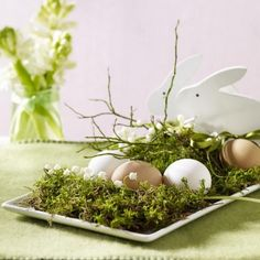Have a look at this simple and easy to do ideas for impressive Easter. 60 Creative Easy DIY Tablescapes Ideas for Easter are perfect for any spring get-together. Diy Osterschmuck, Easy Diy, Diy Ostern, Easter Table Decorations, Easter Centerpiece, Spring Decorations, Deco Originale, Easter Holidays, Arte Floral