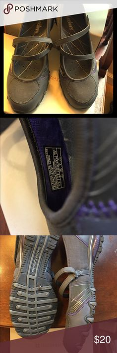 Sketchers Only worn twice sketchers flats. Great work shoe! Skechers Shoes Flats & Loafers
