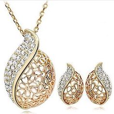2016 New upgrade version Sell like hot cakes  Love is hollow-out set auger Acacia leaves clavicle crystal necklace