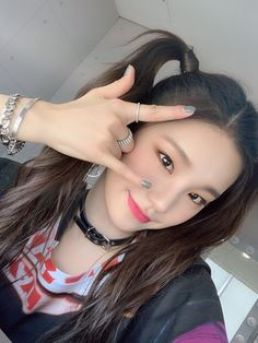 How's our figure in the end of the first week debut performance? Did you enjoy seeing today's ITZY❓ ITZY❗ Good night for all the fans that we missed so much❤️ Kpop Girl Groups, Korean Girl Groups, Kpop Girls, Rapper, Ulzzang Girl, New Girl, Asian Beauty, Fans, Beautiful
