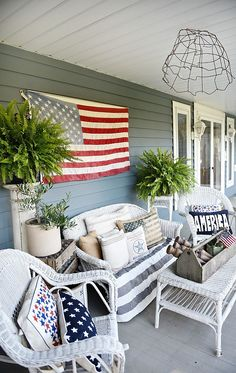 Patriotic Porch – Happy Fourth Of July! Farmhouse style fourth of july porch - Great inspiration for farmhouse decor ideas!Farmhouse style fourth of july porch - Great inspiration for farmhouse decor ideas! Summer Front Porches, Summer Porch Decor, Porch Wall Decor, Balcony Decoration, Primitive Homes, Primitive Decor, Veranda Design, Farmhouse Front Porches, Country Porches