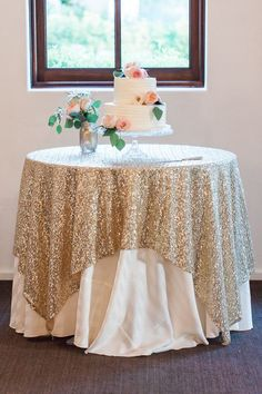 Gorgeous Sequin Table Cloths and Runners at Wholesale Price! LIMITED TIME SALE 60x60 Linen Gorgeous Light Gold Champagne color! SHIPS ASAP Makes stunning event/wedding table decor! Custom sizes / colors available for table runners, overlays, and tablecloths, contact me for information. Please place your order in advance! Photo Cred: Rachel Soloman Photography