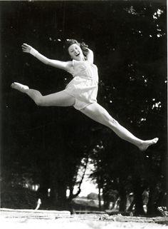 http://www.vintageworks.net/VintageWorks_Images/Full/11476_Jacques_Henri_Lartigue.jpg
