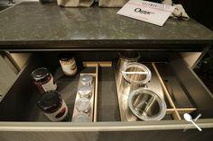 En este tablero os mostramos una serie de imágenes sacadas por nuestro equipo, en la Feria EuroCucina 2018, de Milán.  En ellas podemos observar diferentes tipos de muebles para tener todos los accesorios de la cocina bien organizados.  Esta manera de organizar nuestro espacio en la cocina, es una de las tendencias vistas en la Feria EuroCucina, y estamos seguros que no dejarán indiferente a nadie en cuanto a organización de espacios se refiere. Kitchen In, Kitchen Appliances, Cocinas Kitchen, Stove, Kitchen, Different Types Of, Kitchen Design, Spaces, Organize