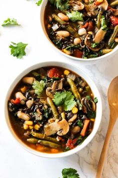 Vegan Vegetable Wild Rice Soup // If you are struggling with making your soups filling and satisyfing, try putting wild rice in them. After eating this amazingly packed soup, you won't even need a second dish. | The Green Loot #vegan #cleaneating #weightloss