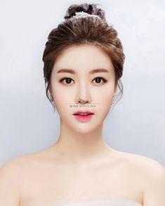 New Wedding Makeup Asian Short Hair Ideas Loose Curls Wedding, Short Bridal Hair, Hair Wedding, Bridal Hairdo, Wedding Dress, Korean Wedding Makeup, Best Wedding Makeup, Bride Makeup Asian, Loose Curls Hairstyles