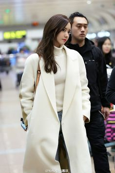 Find images and videos about kpop, snsd and yoona on We Heart It - the app to get lost in what you love. Snsd Airport Fashion, Blackpink Fashion, Asian Fashion, Girls Generation, Yoona Snsd, Idole, Popular Girl, Korean Celebrities, Celebs