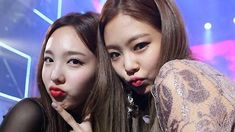 Blackpink's Jennie with Twice's Nayeon at Seoul Music Awards 2ne1, K Pop, Jimin, Blackpink Twice, Warner Music, Kpop Couples, Nayeon Twice, Seoul Music Awards, Im Nayeon