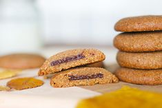 Sablés fondants à la purée de noisette et coeur chocolat - Mango and Salt Biscuits Sans Lactose, Dairy Free Cookies, Gluten, Vegan, Healthy Recipes, Snacks, Cooking, Food, Mardi