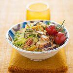Il cous cous di pollo e verdure è un piatto sfizioso e salutare, semplice e ricco. Scopri come prepararlo seguendo la ricetta di Sale&Pepe.