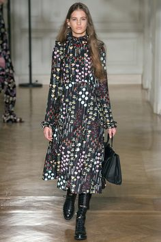 See the complete Valentino Fall 2017 Ready-to-Wear collection.