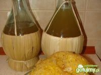 Pyszna nalewka z owoców pigwy na spirytusie . Do nalewki dodane zostały do smaku rum oraz skórka z pomarańczy.