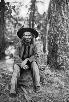 Timotsk (Jake Hunt), 1870, hereditary chief of the Klikitats : the only Indian survivor who, as a lad, saw the Lewis and Clark Expedition as it glided down the Columbia River in 1805-06 :: Western History