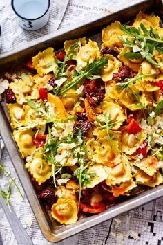 Ofen Ravioli - - Ofen Ravioli Ofen Rezepte The price is hot and comes straight from the oven! There, ravioli are easy to cook accompanied by crunchy vegetables. The best? The preparation time is 25 minutes! Healthy Chicken Recipes, Veggie Recipes, Pasta Recipes, Healthy Dinner Recipes, Mexican Food Recipes, Crockpot Recipes, Cooking Recipes, Ethnic Recipes, Free Recipes