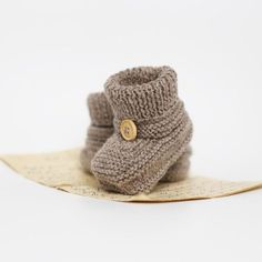Knitting For Kids, Baby Knitting Patterns, Baby Booties, Baby Shoes, Baby Barn, Crochet Books, Knitted Bags, Unisex Baby, Diy Baby