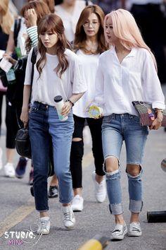 APINK - Park ChoRong & Yoon BoMi (with Jung EunJi) MuBank commute 150717 #박초롱 #윤보미 #정은지