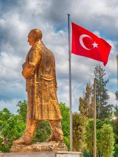 """""""Founder of the Modern Republic of Turkey"""" by meosenturc.deviantart.com on @DeviantArt #meoedebiyat #meosenturc #atatürk #nutuk #atatürkheykeli #türkiye #türkbayrağı #heykel #fotoğraf"""
