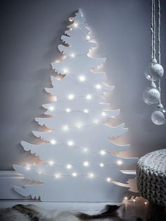 26 Awesome Christmas Decorations Apartment Ideas On A Budget Lego Christmas Tree, How To Make Christmas Tree, Traditional Christmas Tree, Alternative Christmas Tree, Pallet Christmas, Christmas On A Budget, Modern Christmas, Green Christmas, Xmas Tree