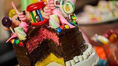 Karnevaalikakku - Sara La Fountain | 24Kitchen Colourful Cake, Baking Ideas, Fountain, Fox, Birthday, Desserts, Recipes, Tailgate Desserts, Birthdays
