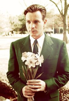 Big fish danish film institute flowers in film stills for Ewan mcgregor big fish