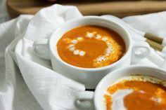 Roasted Garlic Tomato Soup | www.brunchnbites.com