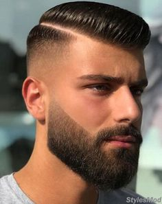 Beautiful Beard with Excellent Men's Hairstyles To Wear In 2018 Schöner Bart mit hervorragende Fohawk Haircut, Beard Haircut, Haircut Style, Style Hair, Comb Over Haircut, Hair Style Of Boys, Blowout Haircut, Short Fade Haircut, Goatee Beard