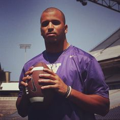 Hey #Huskys12s: It's #Blurple (blue + purple) Friday and we're celebrating it in the perfect way: with UW Alum and #Seahawks wide receiver Jermaine Kearse. Check out our new video where he shares memories of his time at the UW: http://youtu.be/1K4s2igrmDY #GoHawks #GoDawgs #UW #UniversityOfWashington