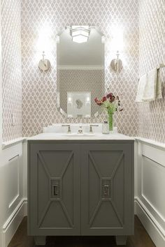 Powder Room Wainscoting Crea - Design photos, ideas and inspiration. Amazing gallery of interior design and decorating ideas of Powder Room Wainscoting Crea in bathrooms by elite interior designers. Powder Room Vanity, Powder Room Wallpaper, Powder Room Decor, Powder Room Design, Print Wallpaper, Bath Powder, Trendy Wallpaper, Powder Room Mirrors, Coastal Powder Room