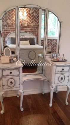 New makeup vanity antique mom Ideas - Makeup Room İdeas Vintage French Furniture, Furniture Vanity, Vanity Makeover, Furniture, Distressed Furniture, Home Decor, Shabby Chic Bathroom, Shabby Chic Room, Vintage Furniture