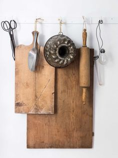 A creative way to hang kitchen utensils in this city farm in The Netherlands combines all my favourites elements, rustic simplicity in white and wood with the addition of a few dark walls. And of course my beloved green glass obsession is well and truly s Big Kitchen, Kitchen Ideas, Kitchen Inspiration, Pantry Ideas, Inspiration Boards, Kitchen Tools, Vibeke Design, City Farm, Dark Walls
