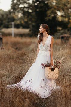 Rochie Natalia - Oana Nutu Wedding Dress 2019 Bride Bridal Fashion Trends Modern Fashion Designer Co Modern Fashion, Fashion Design, Fashion Trends, Bridal Fashion, Dress Fashion, The Bride, Modern Muse, Embroidered Silk, The Dress