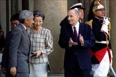 François Mitterrand avec l'empereur Akihito et l'impératrice Michiko du Japon le 6 octobre 1994 à L'Elysée à Paris