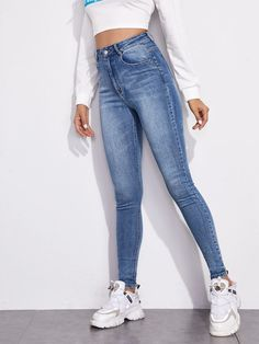 Skinny Waist, Skinny Legs, Stylish Outfits, Cute Outfits, Fashion Outfits, Estilo Jeans, Elegantes Outfit, Two Piece Outfit, Denim Fabric
