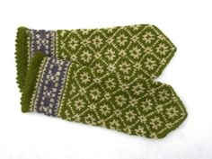 Hand knitted mittens, knit latvian mittens, green ivory winter gloves, patterned…
