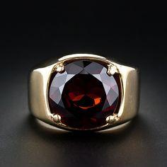 Hefty Gents Garnet Ring (14k gold, 9.3 cts)