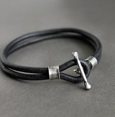 Mens Bracelet Black Leather Handmade Silver por LynnToddDesigns