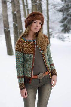 """For litt siden så jeg tilfeldigvis et bilde på facebook av en kofte (jakke) som ved første øyeblikk bare var fantastisk flott. Fargene og mønsteret passer så veldig bra sammen, og er """"mine"""" farger,..."""